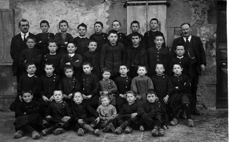 Ecole, lieu inconnu : avant 1923